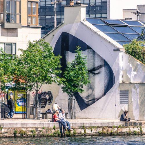 A couple enjoying the sun in Dublin City Centre