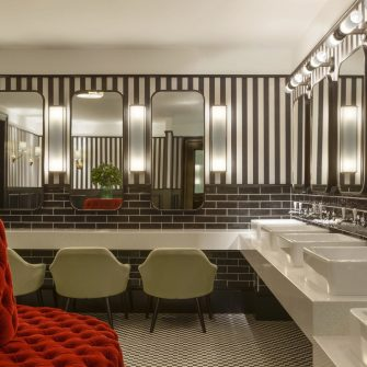 The Green Hotel Dublin - Bathroom Lady